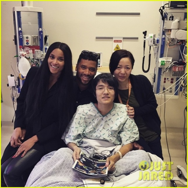 ciara-russell-wilson-visit-sick-children-hospital-04