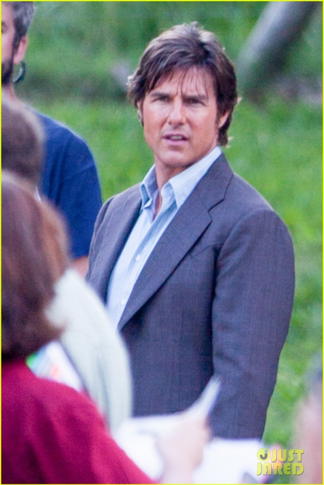 *EXCLUSIVE* Tom Cruise makes one of many wardrobe changes on the set of 'Mena'