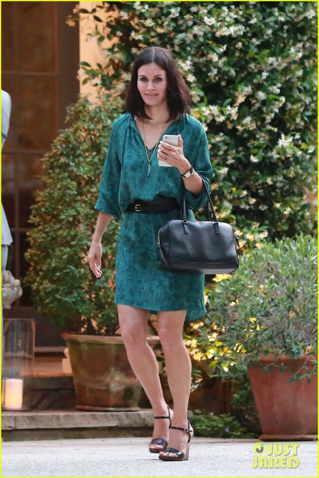 courteney-cox-johnny-mcdaid-brings-attention-to-51st-birthday-07