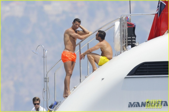 cristiano-ronaldo-bares-hot-shirtless-body-again-in-monaco-10