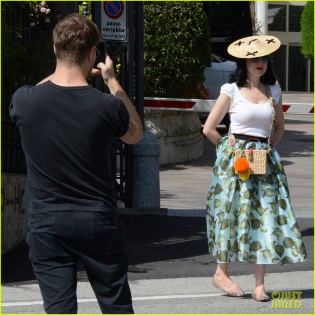 dakota-fanning-chipolte-run-soho-nyc-28