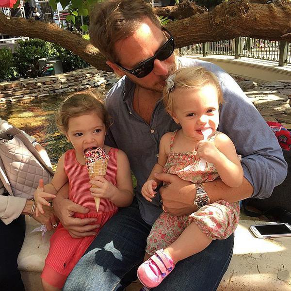 Уилл Копельман с дочками  Олив и Фрэнки