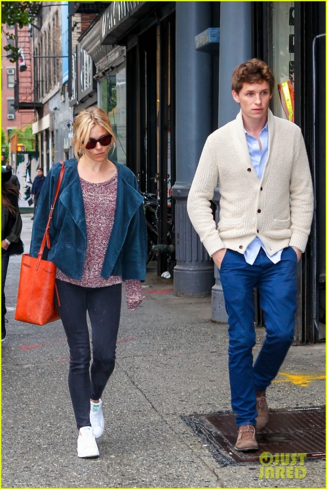 Эдди Рэдмейн и Сиенна Миллер на дружеской прогулке в Нью-Йорке