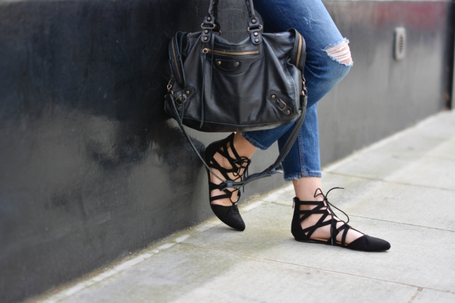 EJSTYLE-Emma-Hill-Aquazzura-flats-dupes-Balenciaga-city-bag-black-Ripped-boyfriend-jeans