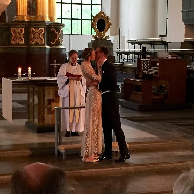 Frida-Gustavsson-Wedding-Kiss