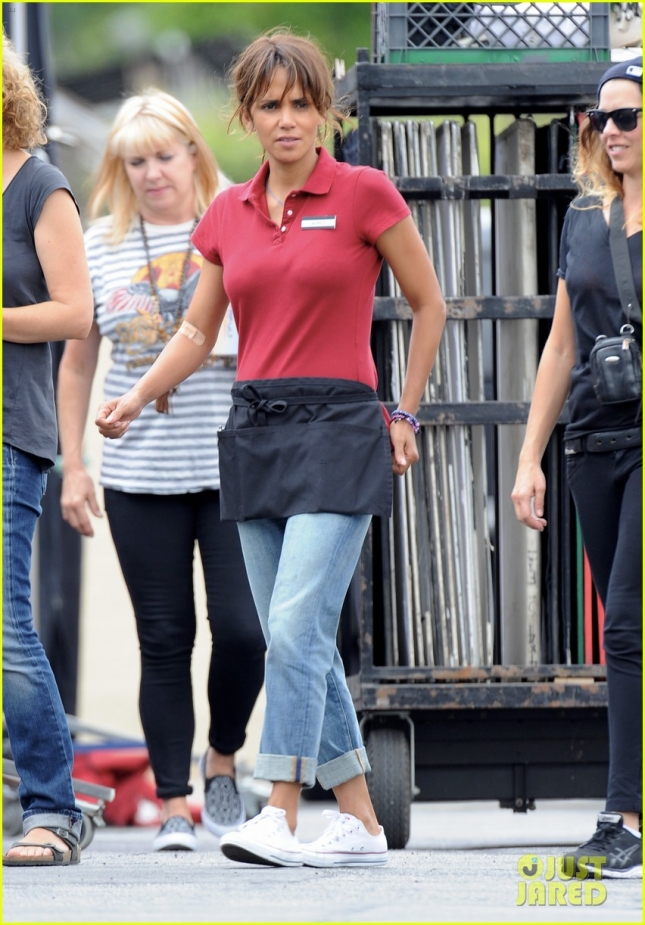 Halle Berry shooting her new movie 'Kidnap'