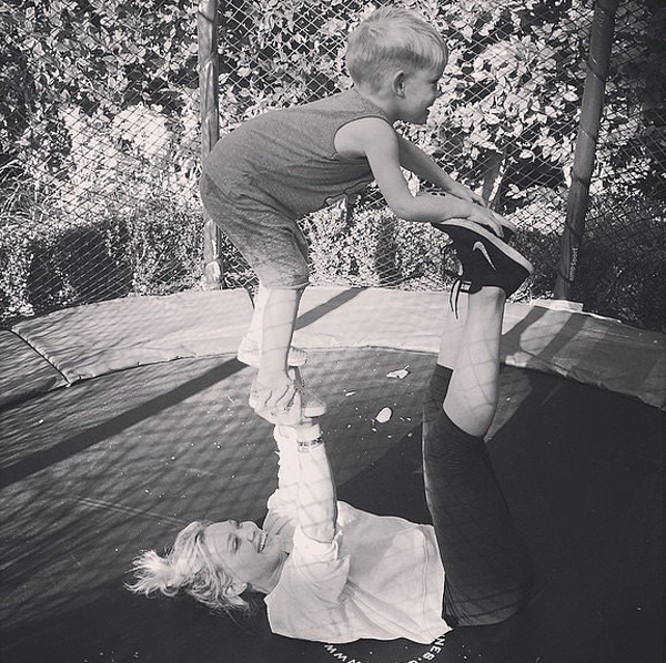 Hilary-Duff-Luca-turned-cute-little-acrobats
