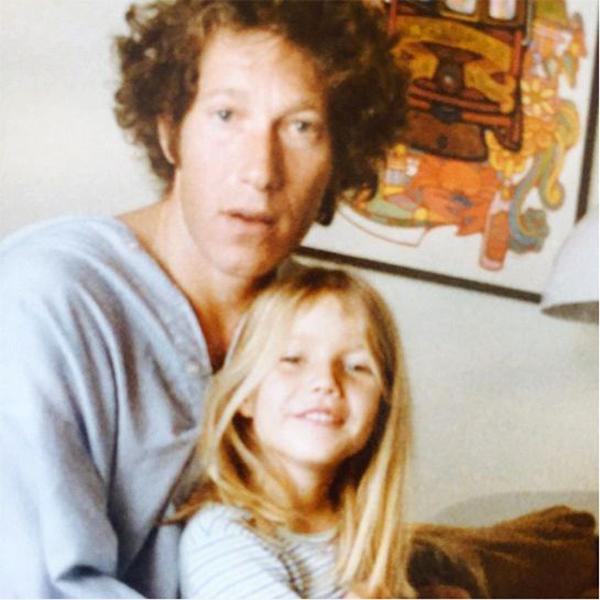 """Гвинет Пэлтроу и ее папа Брюс: """"Мой друг сказал мне вскоре после смерти моего отца: """"У всех есть отец, но не у всех есть """"папа"""". Брюси, ты был и тем, и другим. Сказать, что я скучаю, - ничего не сказать. Поздравляю тебя с Днем отца, где бы ты ни был! Ты был лучшим из лучших""""."""