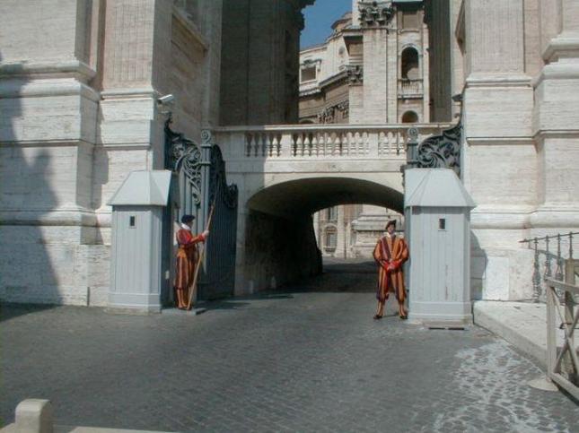 Италия и Ватикан. Итальянцы всегда выделятся.