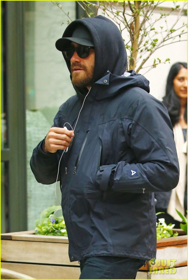 Jake Gyllenhaal tells photographers to tone down the commotion while out in Soho, NYC