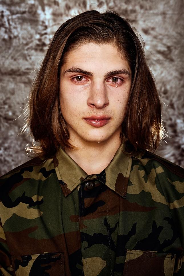 Янус, 18 лет. Пистолет в руках не делает тебя человеком.