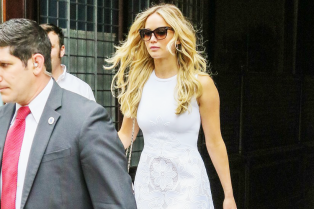 jennifer-lawrence-summer-chic-in-nyc-01