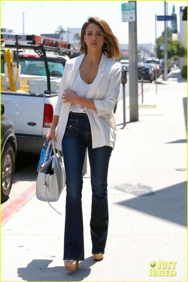 Джессика Альба в Западном Голливуде