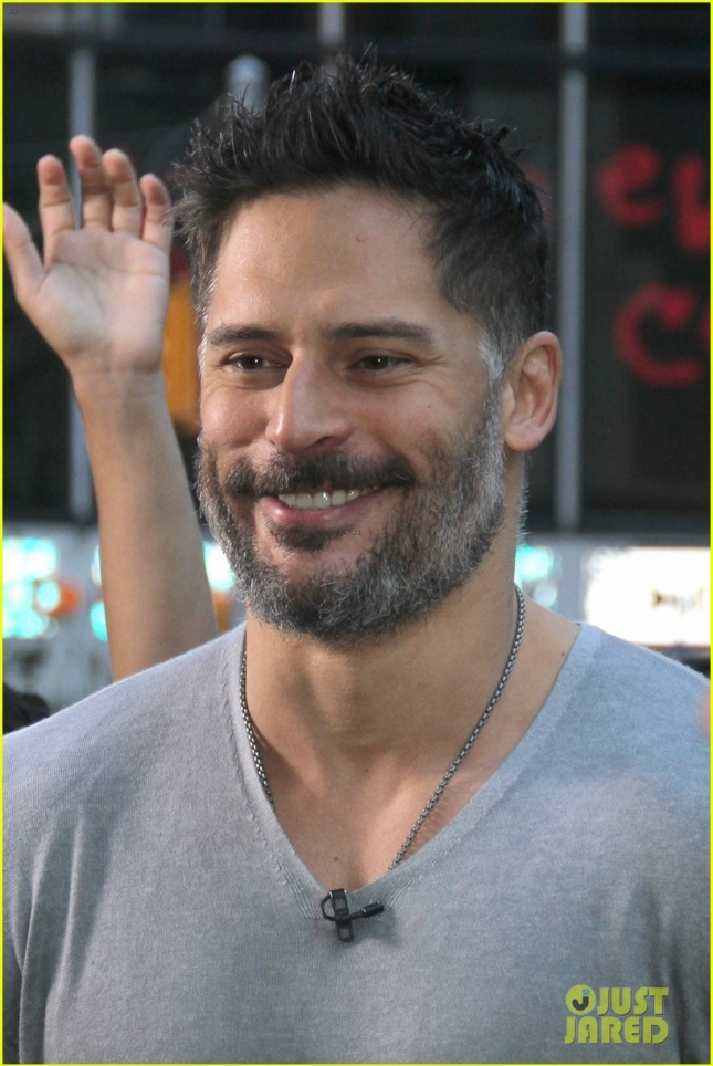 joe-manganiello-was-afraid-to-screw-up-spanish-proposal-speech-to-sofia-vergara-24