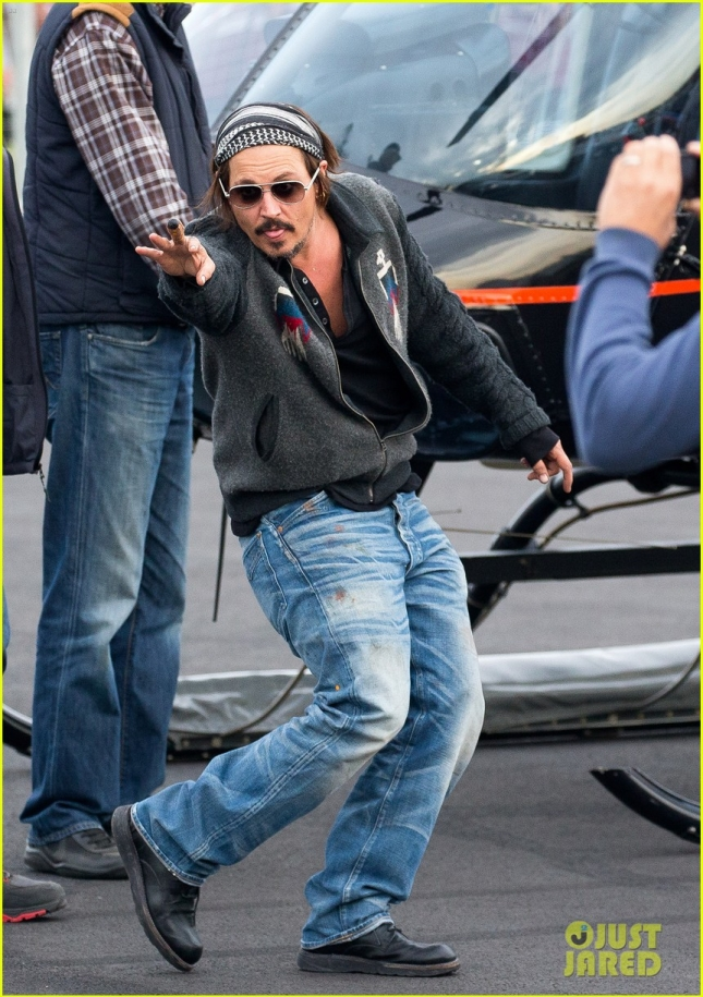 Johnny Depp leaves ?Pirates of the Caribbean? set via helicopter **USA ONLY**