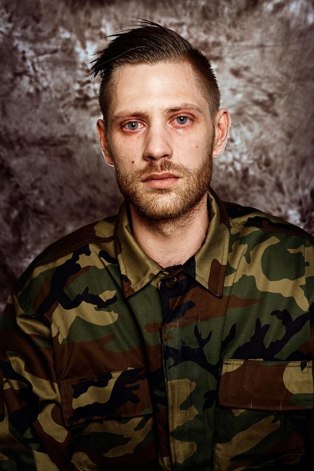 Юстас, 27. Армия - пустая трата времени. Зачем нужны еще солдаты, у нас достаточно добровольцев.