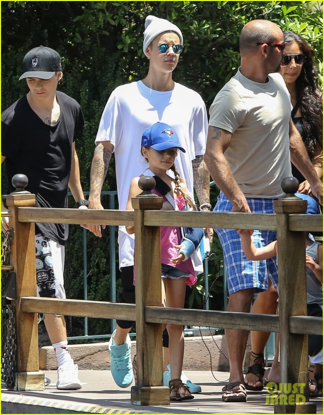 *EXCLUSIVE* Justin Bieber has a fun filled day at Disneyland with his siblings
