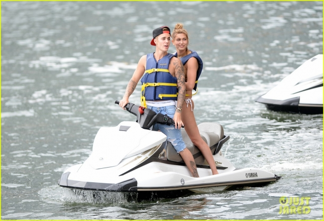 justin-bieber-hailey-baldwin-go-jet-skiing-in-miami-51