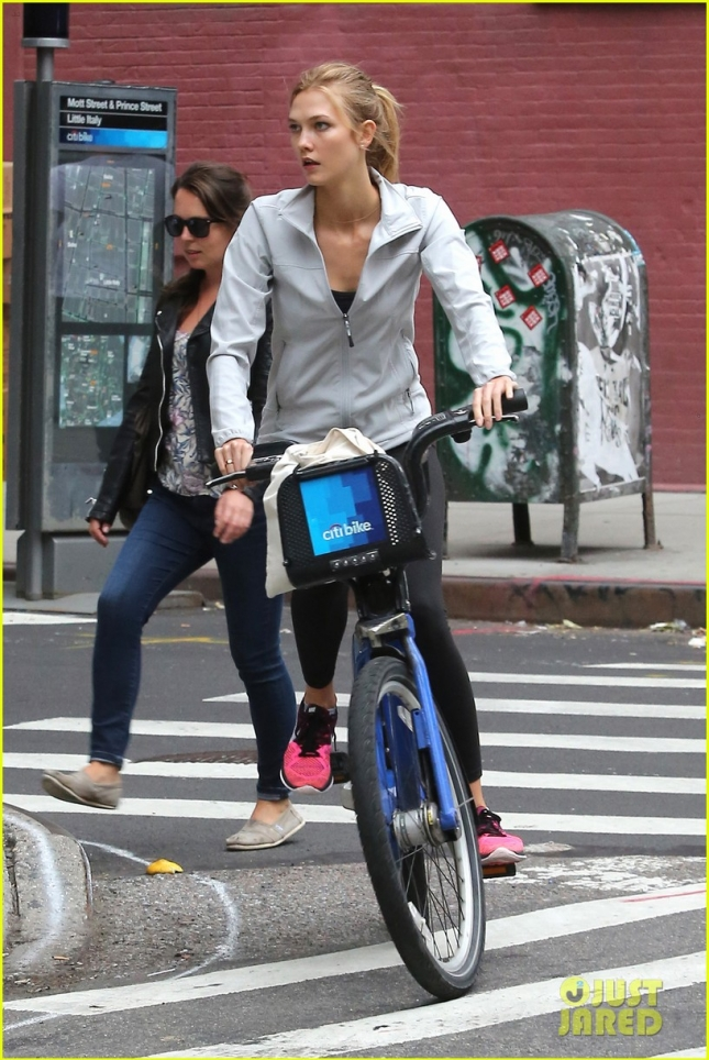 Karlie Kloss goes for a ride on a Citibike **USA ONLY**
