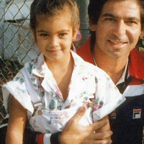 """Ким Кардашьян с отцом Робертом: """"Прошло больше 10 лет, как тебя нет, но я до сих пор скучаю по тебе..."""""""