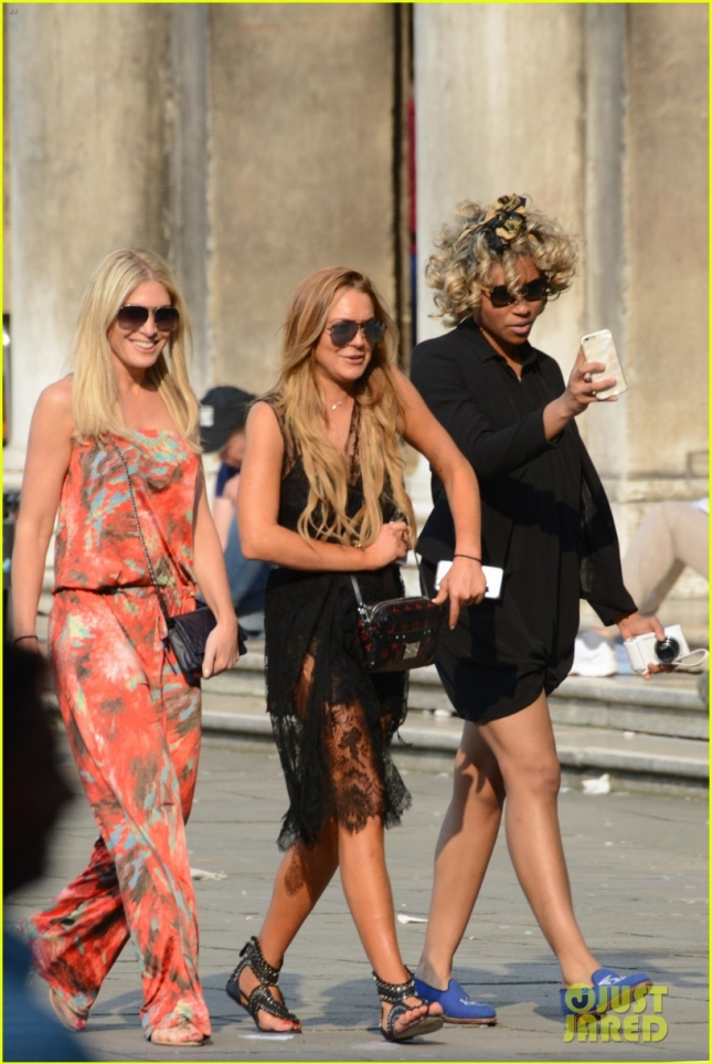 *EXCLUSIVE* Lindsay Lohan and Hofit Golan explore Venice **USA ONLY**