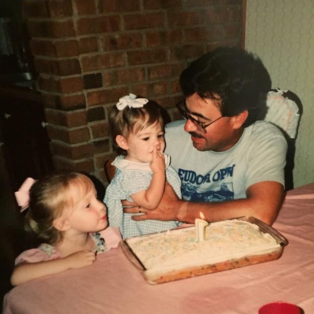 """фото из семейного архива Люси Хейл: """" Я люблю тебя, папа. Жаль, что не могу быть с тобой сегодня""""."""