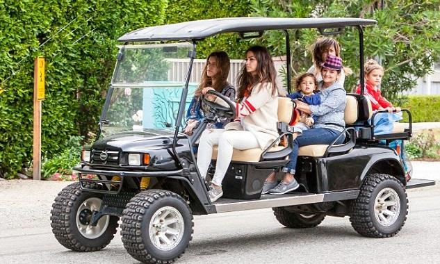 Камила Алвес с детьми
