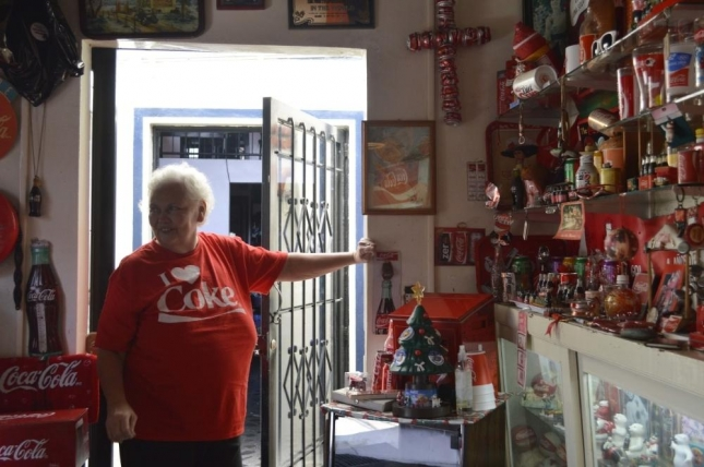 meet-the-coca-cola-obsessed-woman-who-made-her-house-into-a-soda-shrine-498-body-image-1431633989