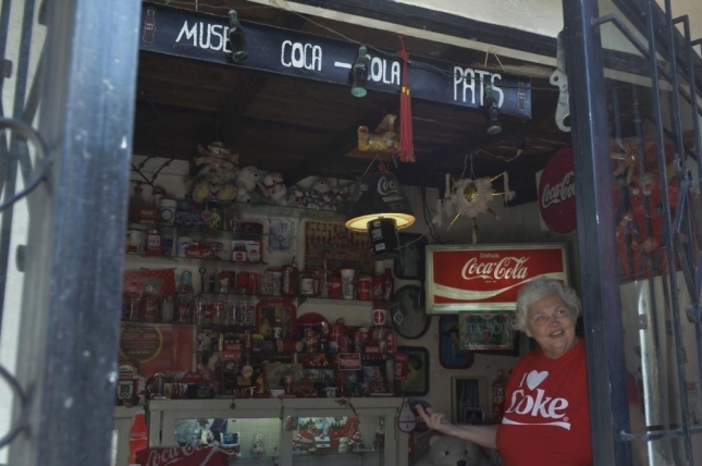 meet-the-coca-cola-obsessed-woman-who-made-her-house-into-a-soda-shrine-498-body-image-1431634216