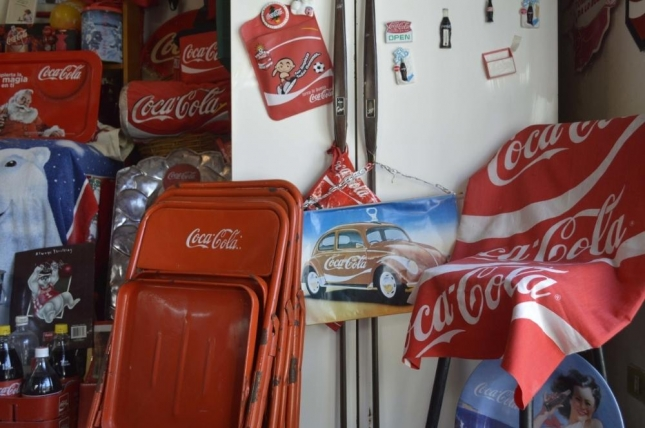 meet-the-coca-cola-obsessed-woman-who-made-her-house-into-a-soda-shrine-498-body-image-1431634375
