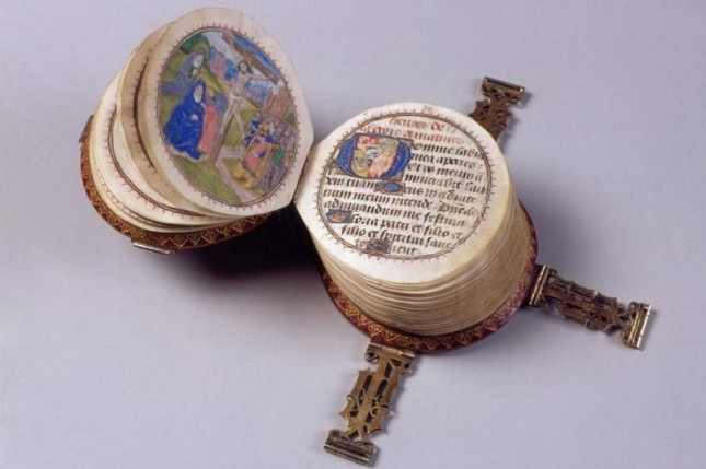 Miniature-round-book-picture-1-540x334
