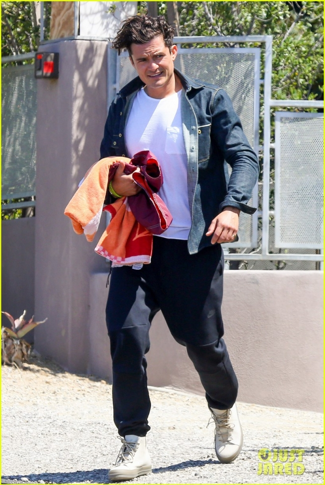 Orlando Bloom Goes For a Swim At A Friend's House