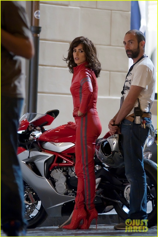 penelope-cruz-goes-back-to-work-on-zoolander-2-15