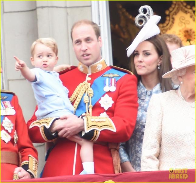 Принц Уильям и герцогиня Кембриджская с сыном Джорджем во время Trooping The Colour Ceremony в Лондоне