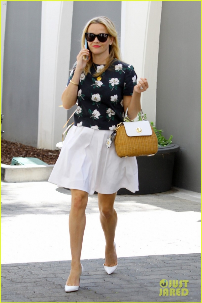 Reese Witherspoon is ready-for-summer in Flower Print Blouse and Basket Weave Handbag - Part 2
