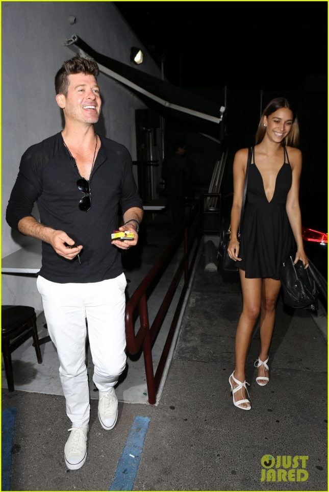 robin-thicke-april-love-geary-grinning-ear-to-ear-romantic-date-01