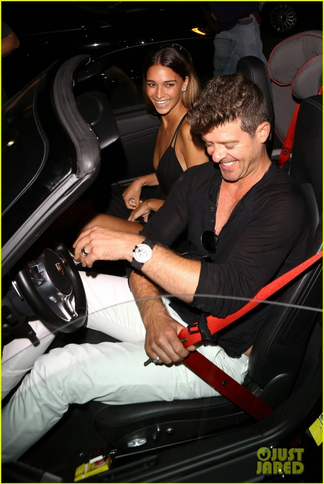 robin-thicke-april-love-geary-grinning-ear-to-ear-romantic-date-17