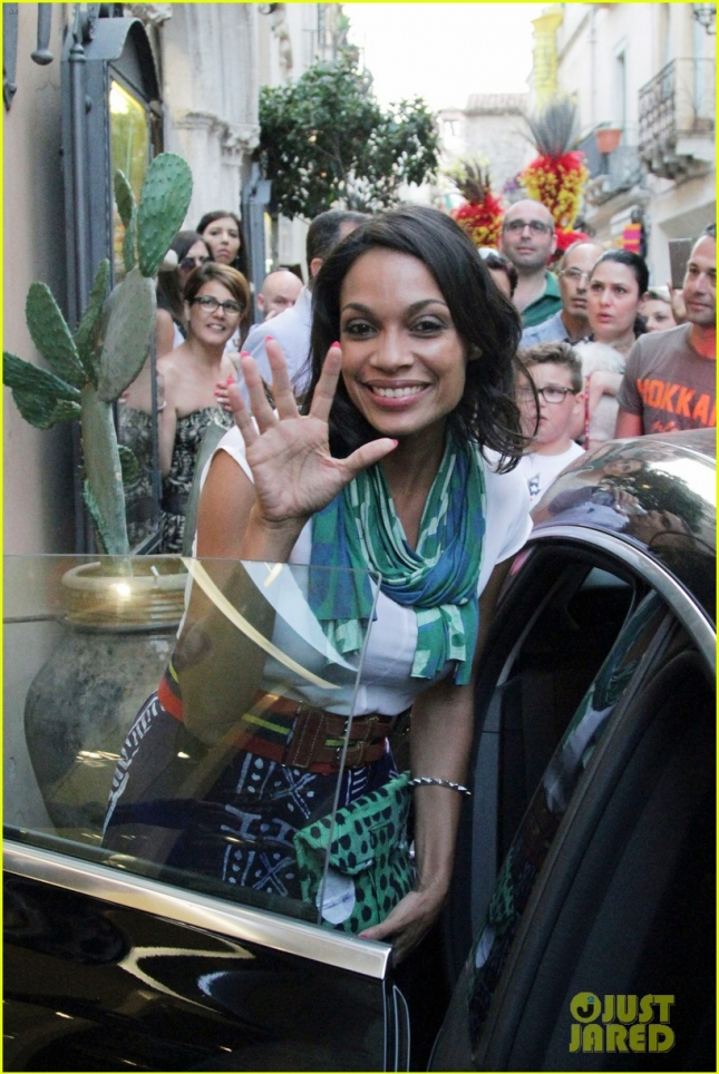 Rosario Dawson draws a crowd while shopping in Italy **USA ONLY**