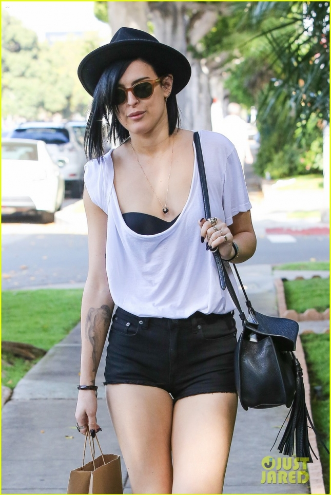 *EXCLUSIVE* Rumer Willis visits a hair salon with a stress fracture in her foot