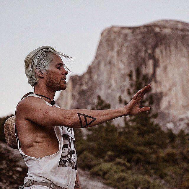 """Джаред Лето: """"На вершине Королевской Арки. Первый день в парке Йосемити. #в бескрайних просторах #действуй или умри"""""""