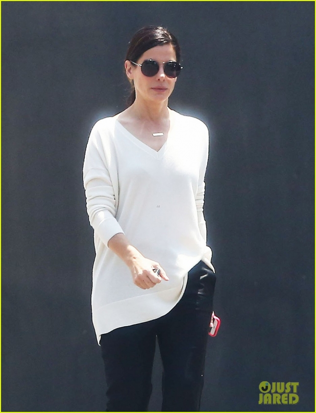 Exclusive... Sandra Bullock Visits The Kohn Gallery