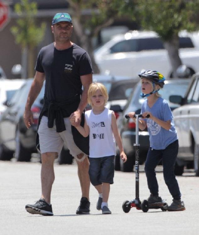 Лев Шрайбер и Наоми Уоттс с детьми