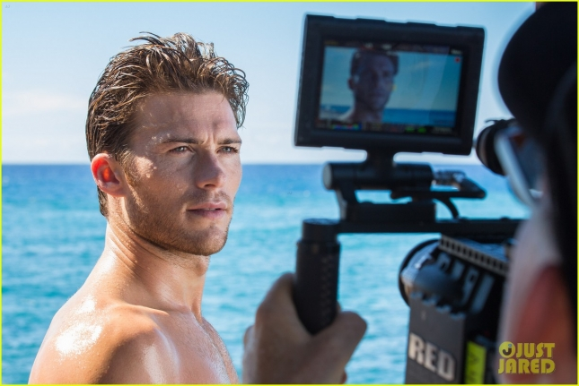 scott-eastwood-reveals-how-he-looks-so-good-shirtless-02