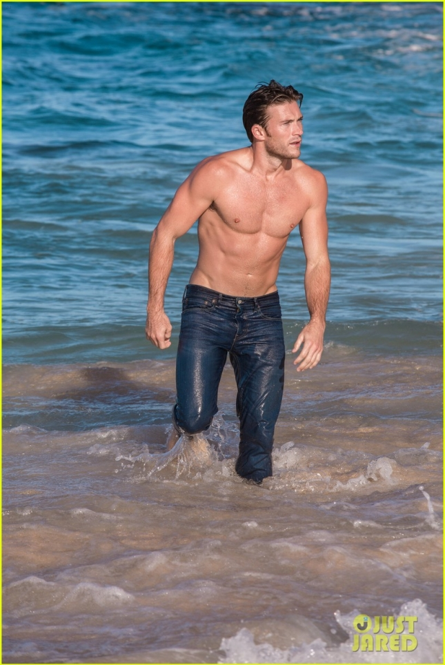 scott-eastwood-reveals-how-he-looks-so-good-shirtless-03