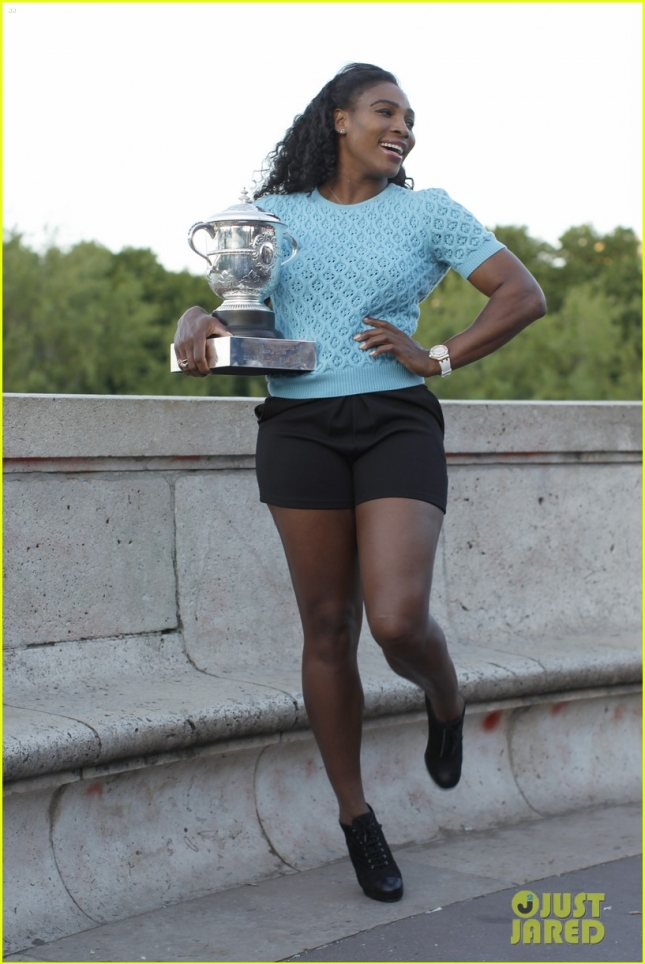 serena-williams-celebrates-french-open-win-at-eiffel-tower-14