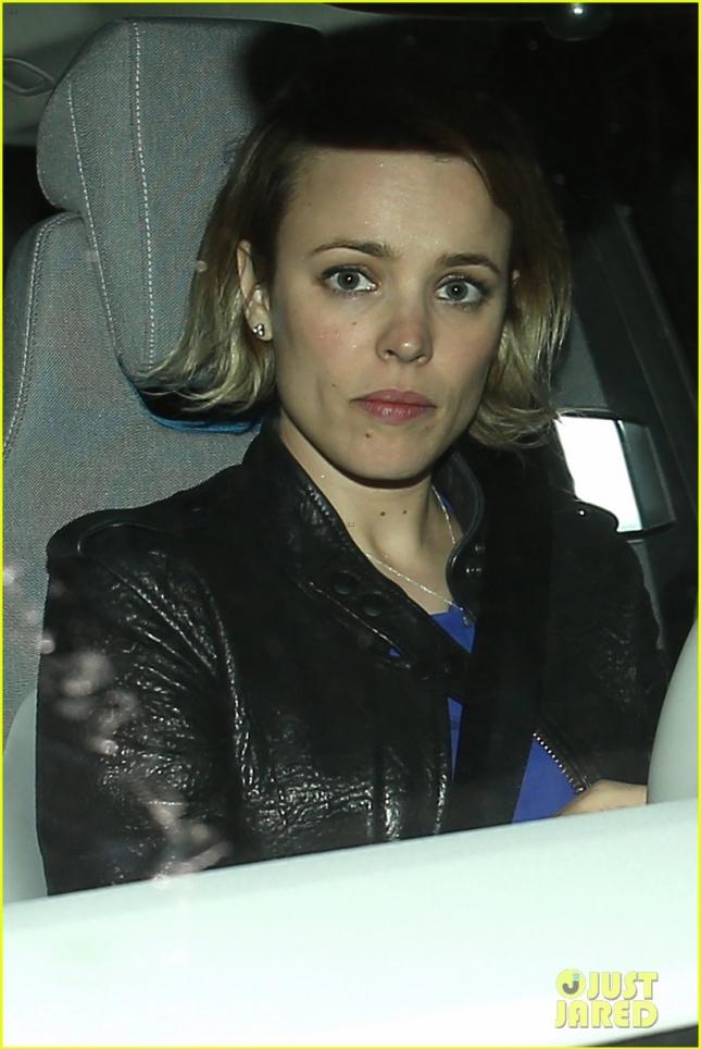 Рейчел МакАдамс поехала домой на своём авто