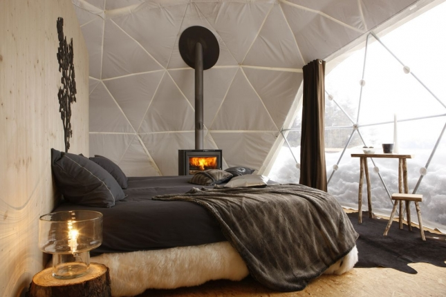 Tent-room-at-the-Whitepod-Hotel-an-eco-resort-nestled-above-the-village-of-Les-Cerniers-Switzerland