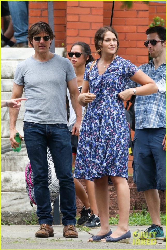 tom-cruise-gave-away-sunglasses-to-former-co-star-charlotte-riley-05