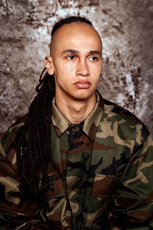 Витаутас, 27. В армии мужчиной не станешь. Если дурак — им и останешься.