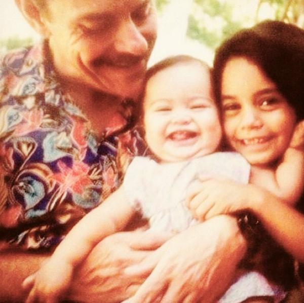"""Фото из архива Ванессы Хадженс: """" Я люблю теб, папа. Я никогда не смогу отплатить ему за то время, что он потратил, чтобы я могла достичь своих целей. Я буду вечно благодарна""""."""
